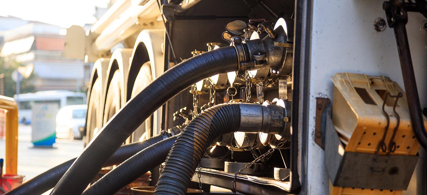 fuel-tanker-filling-tanks